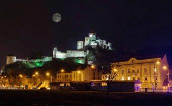 Trenčín – Dnešný Spln Mesiaca :) autor fotografie: Martin Mezei