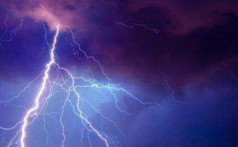 AKTUALIZOVANÉ.sk  Stred a východ Slovenska môžu v pondelok zasiahnuť búrky